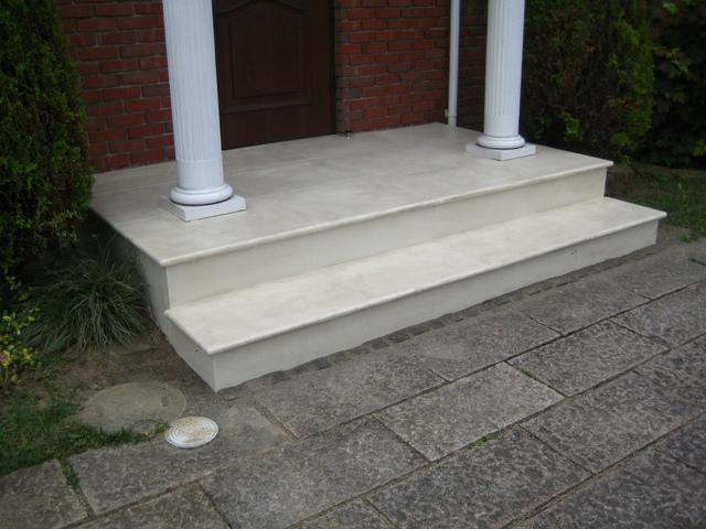 モルタル造形で玄関ポーチステップを復元