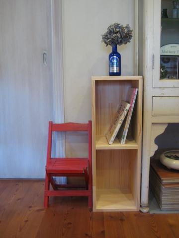 絵本棚をつくってみました。